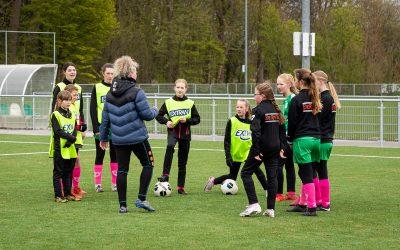 5-4-2021: Clinic meiden LH/Apollo en Sparta Rotterdam